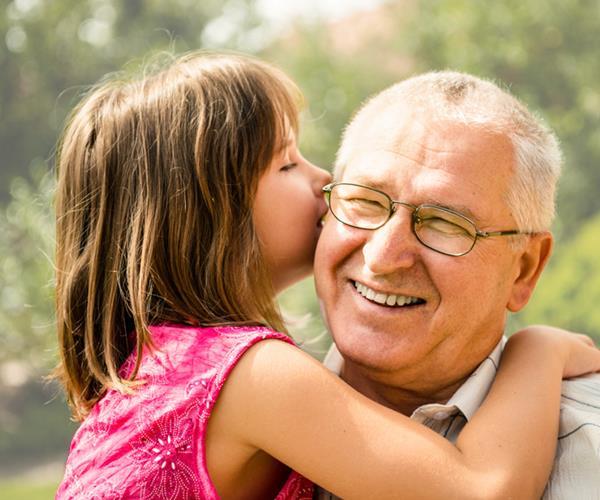 Freude schenken: Über 80 Geschenke für Opa