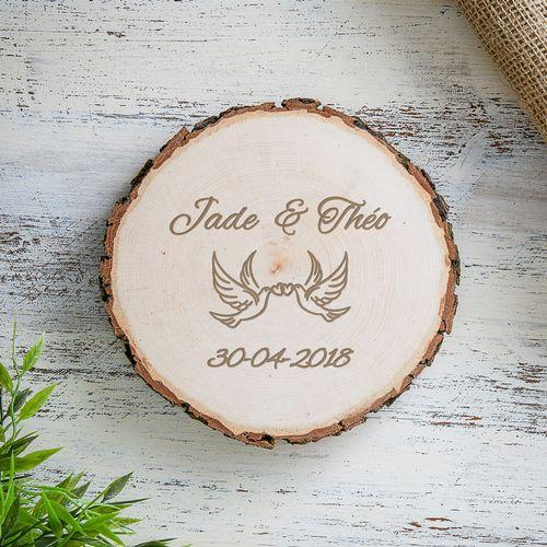 Tranche de tronc d'arbre avec tourterelles d'amour gravure