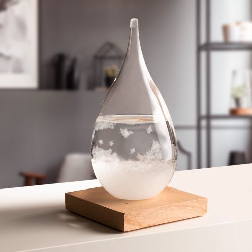 Sturmglas zur Wettervorhersage Tropfen