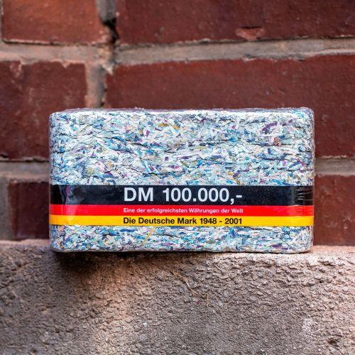 Witzigspassgeschenke - 100.000 DM Geschreddertes Geld als Brikett - Onlineshop Monsterzeug