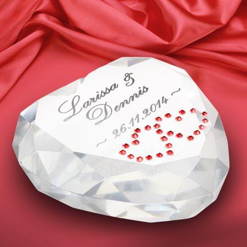 herz diamant mit gravur romantischer und edler liebesbeweis. Black Bedroom Furniture Sets. Home Design Ideas