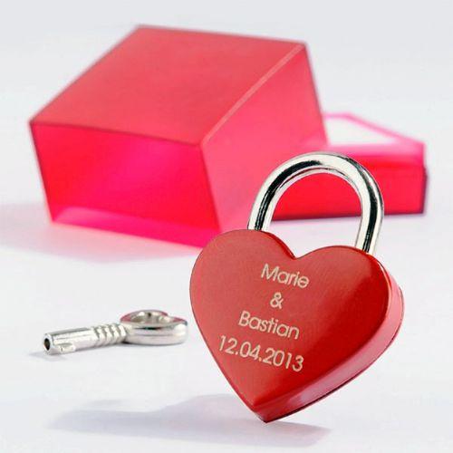Cadenas d'amour avec gravure – cœur rouge
