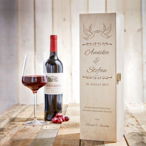 Personalisierte Weinkiste mit Liebestauben Gravur