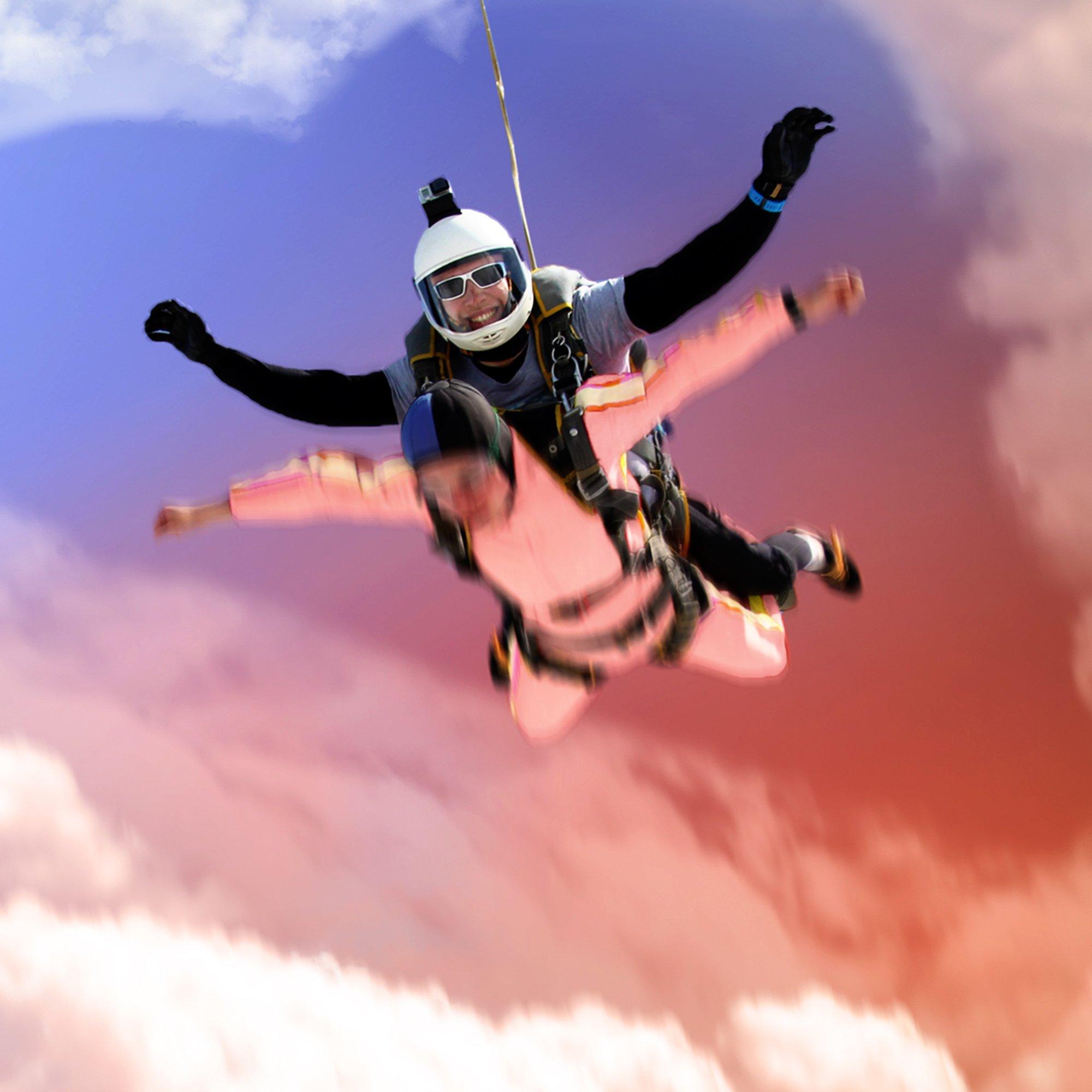 Romantischer Fallschirmsprung durch Wolke 7 - 6