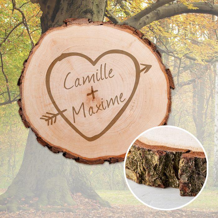 Tranche de tronc d'arbre avec gravure – cœur