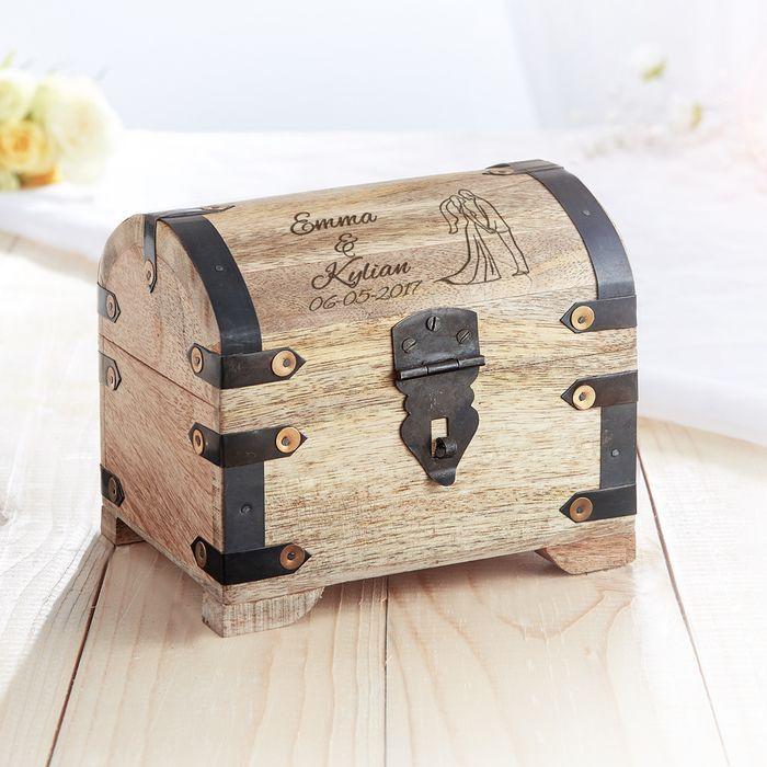 Coffre au trésor en bois  foncé - cadeau mariage - silhouette