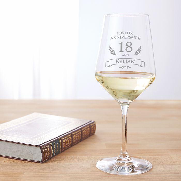 Verre à vin blanc pour le 18e anniversaire