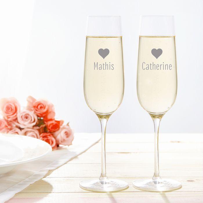 Flûtes à champagne avec motif de cœur – gravées