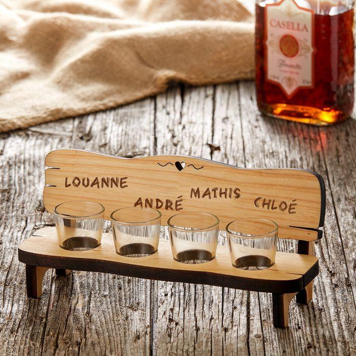 Banc à shots personnalisé avec quatre verres - Noms