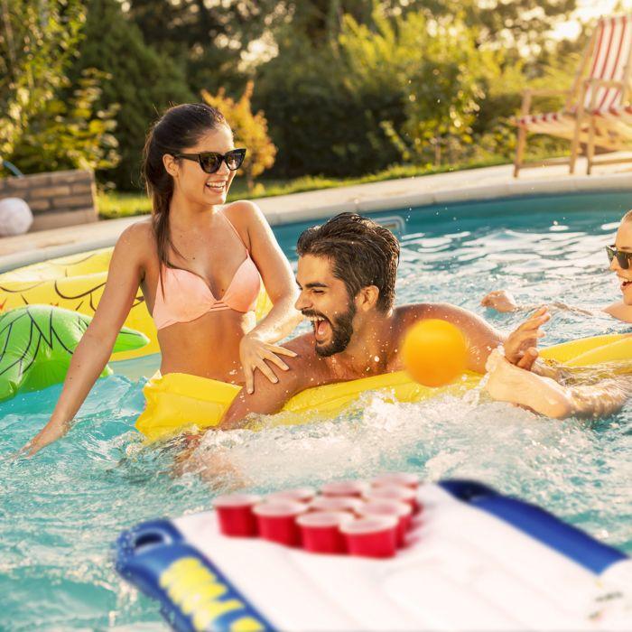 aufblasbarer bier pong tisch luftmatratze beerpong im pool. Black Bedroom Furniture Sets. Home Design Ideas