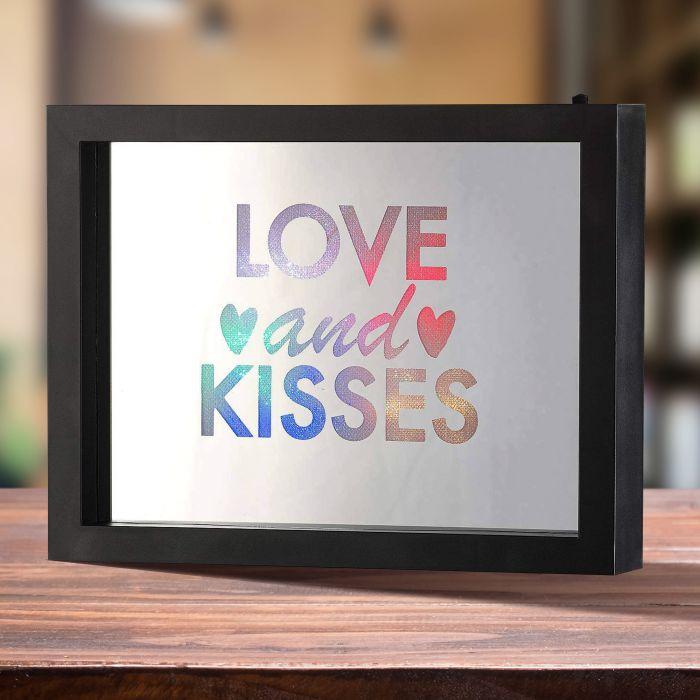 Ausgefallenromantisches - LED Rahmen mit Farbwechsel Love And Kisses - Onlineshop Monsterzeug
