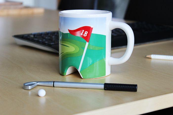 Tasse golf avec putter