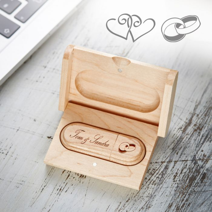 usb stick mit gravur zur hochzeit 4gb speicherstick mit schatulle. Black Bedroom Furniture Sets. Home Design Ideas