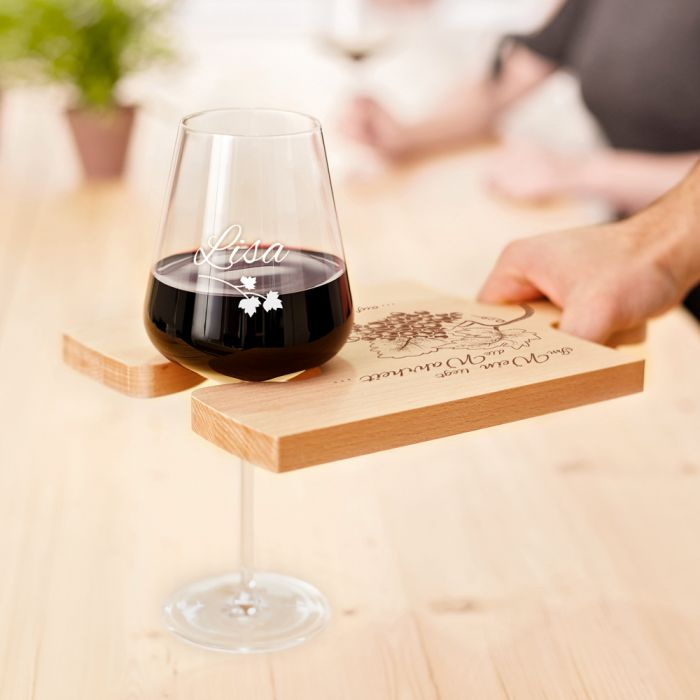Weinhäppchen - Glas und Brettchen personalisiert