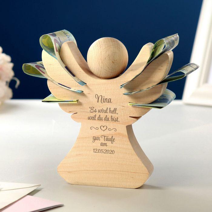 Holzengel mit Gravur zur Taufe