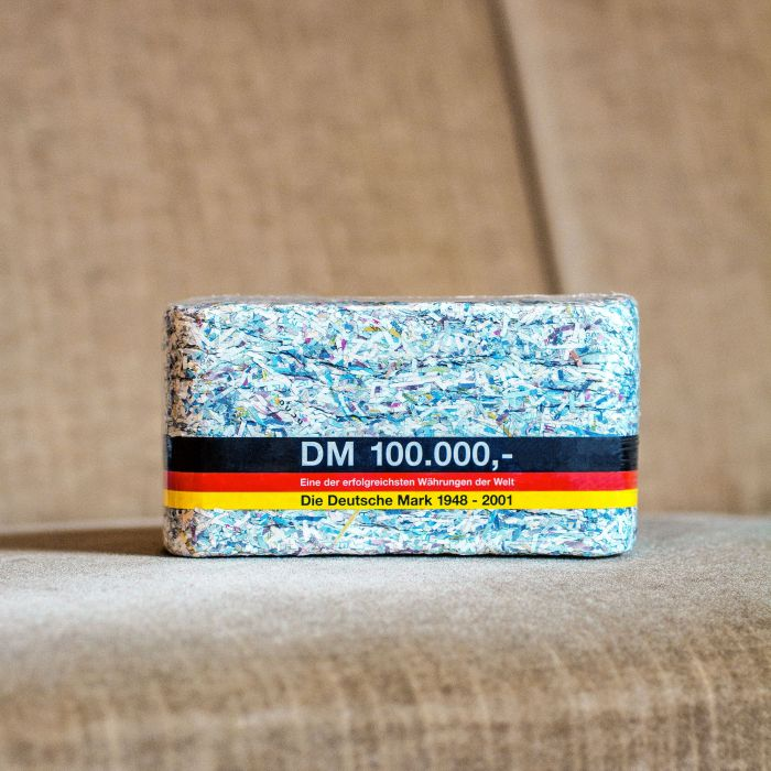 100.000 DM - Geschreddertes Geld als Brikett