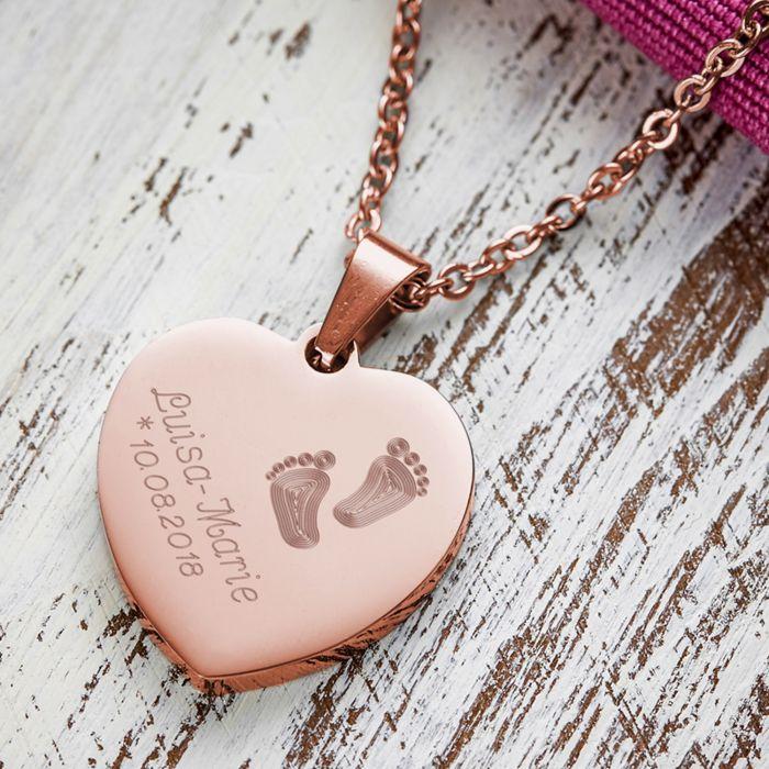 Herzanhänger Rosegold graviert mit Kette - Babyfüße