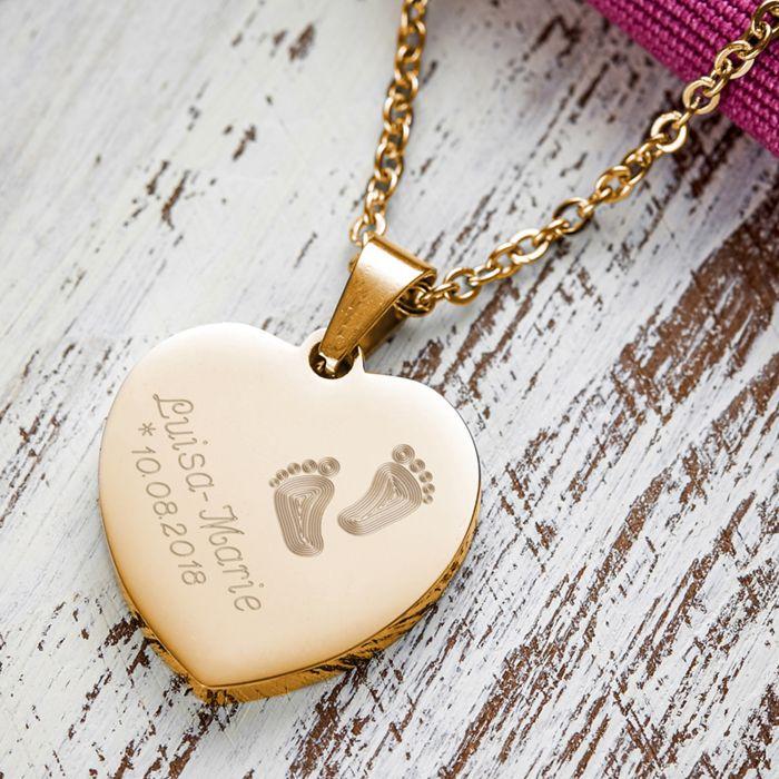 Herzanhänger Gold graviert mit Kette - Babyfüße