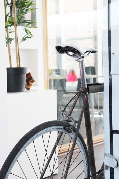 Bike balls - Éclairage à vélo avec des testicules