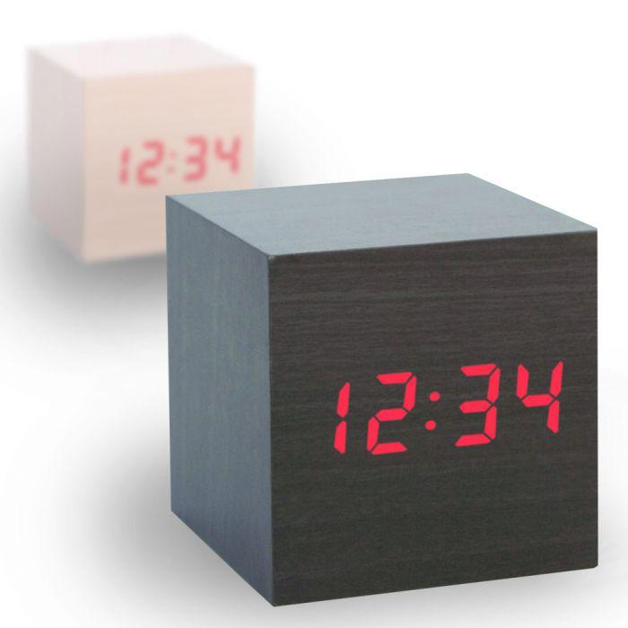 Horloge en bois foncé