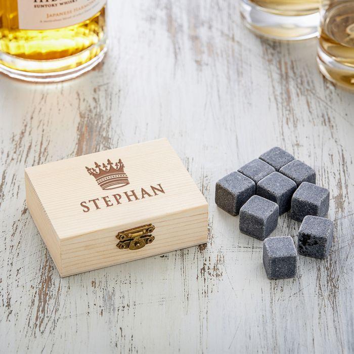 Whisky Steine in Holzkiste mit Gravur - König Krone