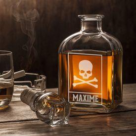 Carafe  whisky  Avec gravure de tte de mort