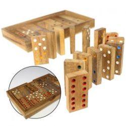 Dominos dans boîte en bois élégante