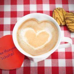 Tasse en forme de cœur en porcelaine avec étiquette cadeau