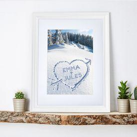 Cur dans la neige  tableau en cadre blanc