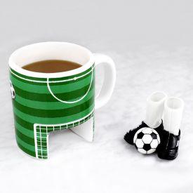 Fuball Tasse mit Fingerschuhen und Ball