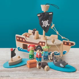Piratenschiff mit Holzfiguren