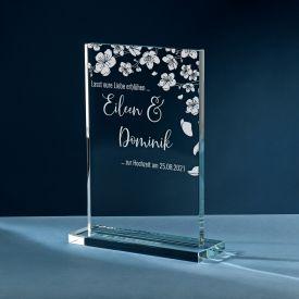 Personalisierter Glaspokal zur Hochzeit - Blhende Liebe